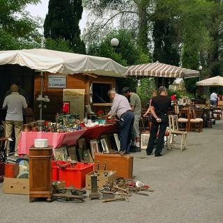 in Umbria l'arte è anche nei famosi mercatini dell'antiquariato di Campello